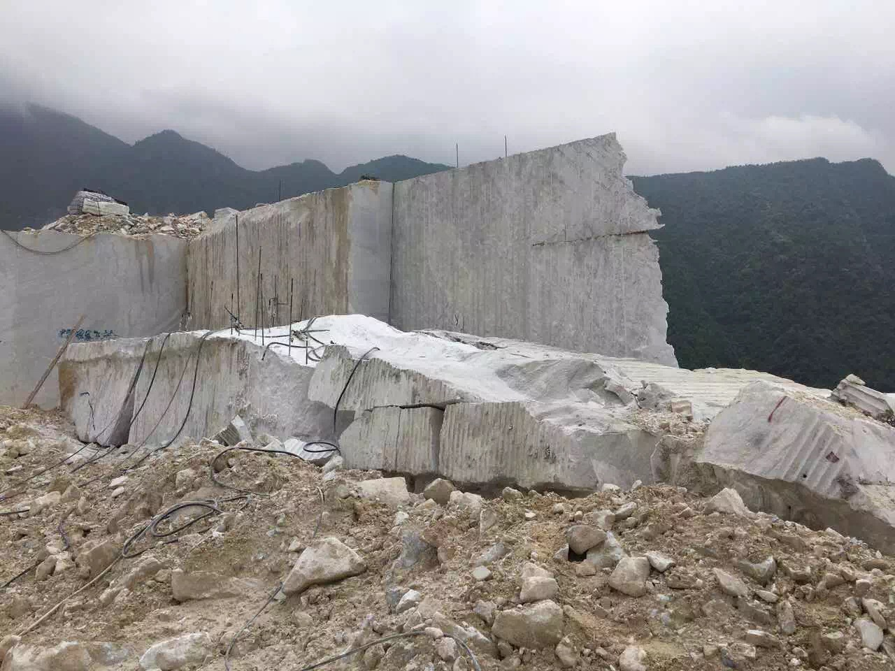 Guangxi White Chinese Marble Quarry (7)