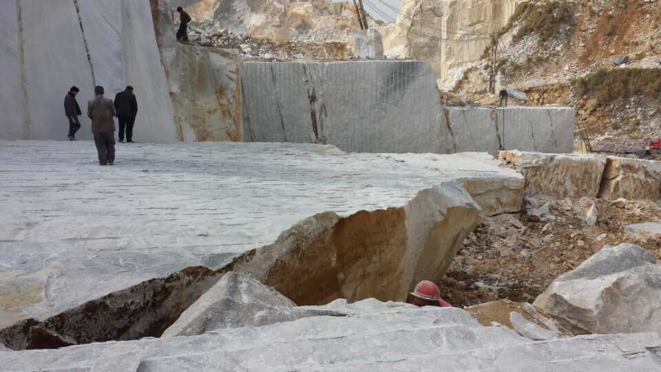 Guangxi White Chinese Marble Quarry (13)