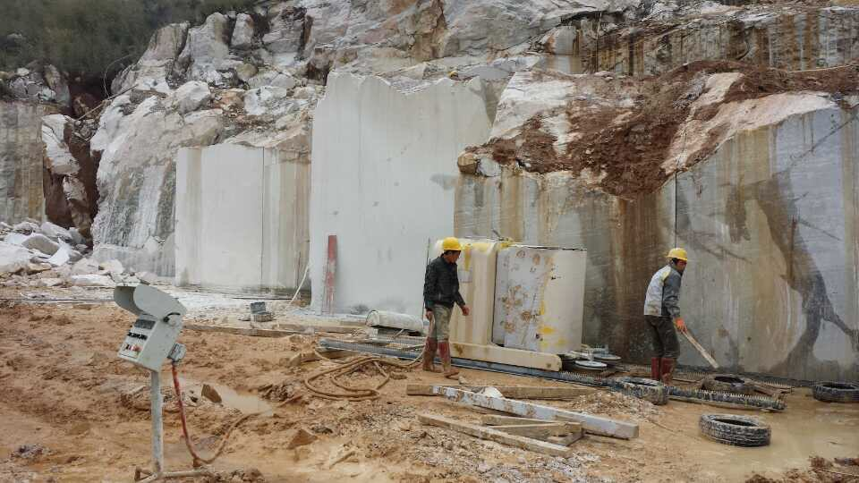 Guangxi White Chinese Marble Quarry (12)