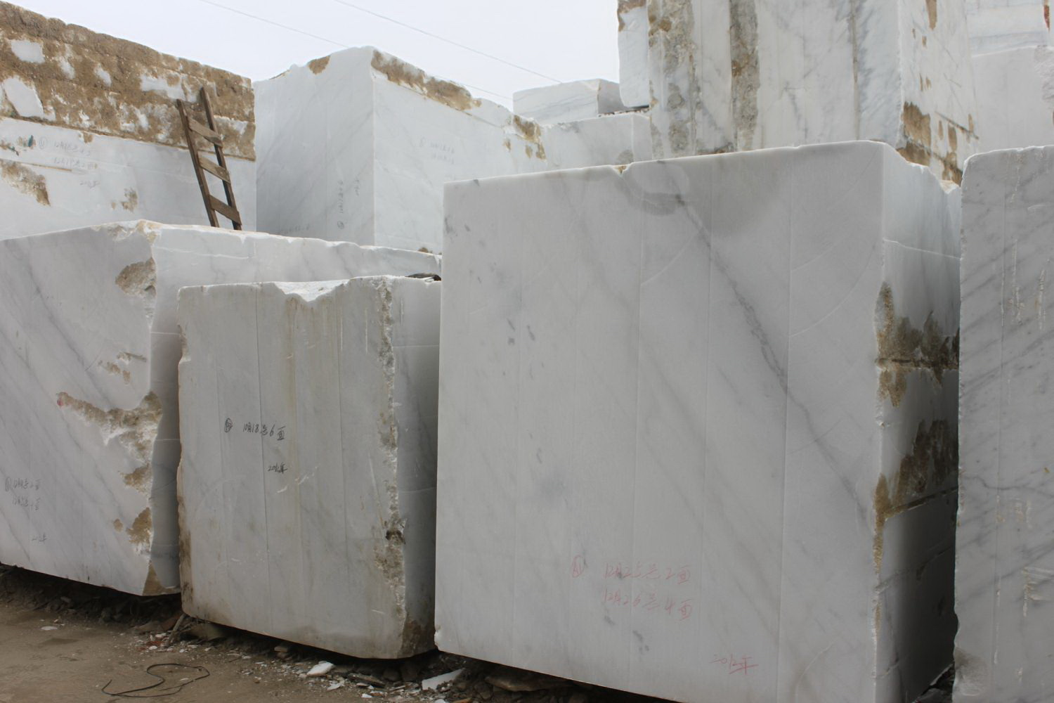 Guangxi White Chinese Marble Quarry (4)